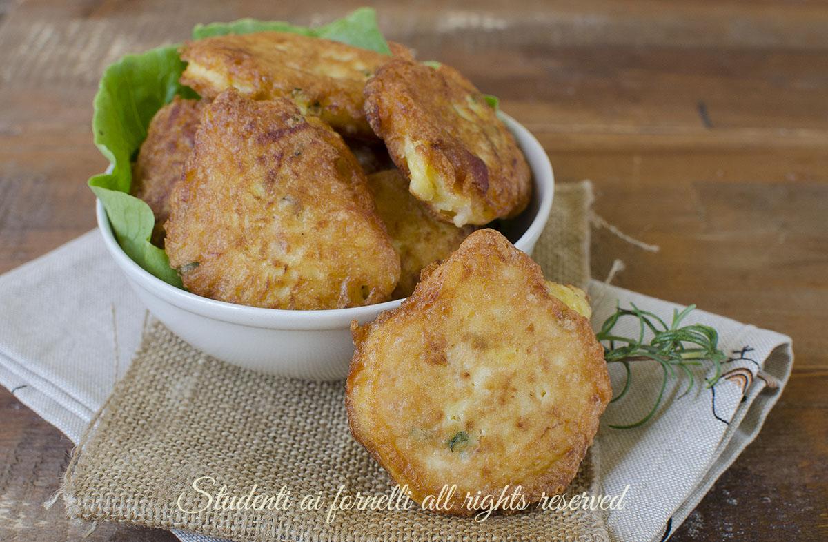 ricetta frittelle patate e pancetta sfiziose finger food aperitivo cena veloce