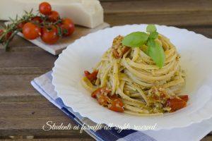 Linguine con pesto di carciofi e pomodorini