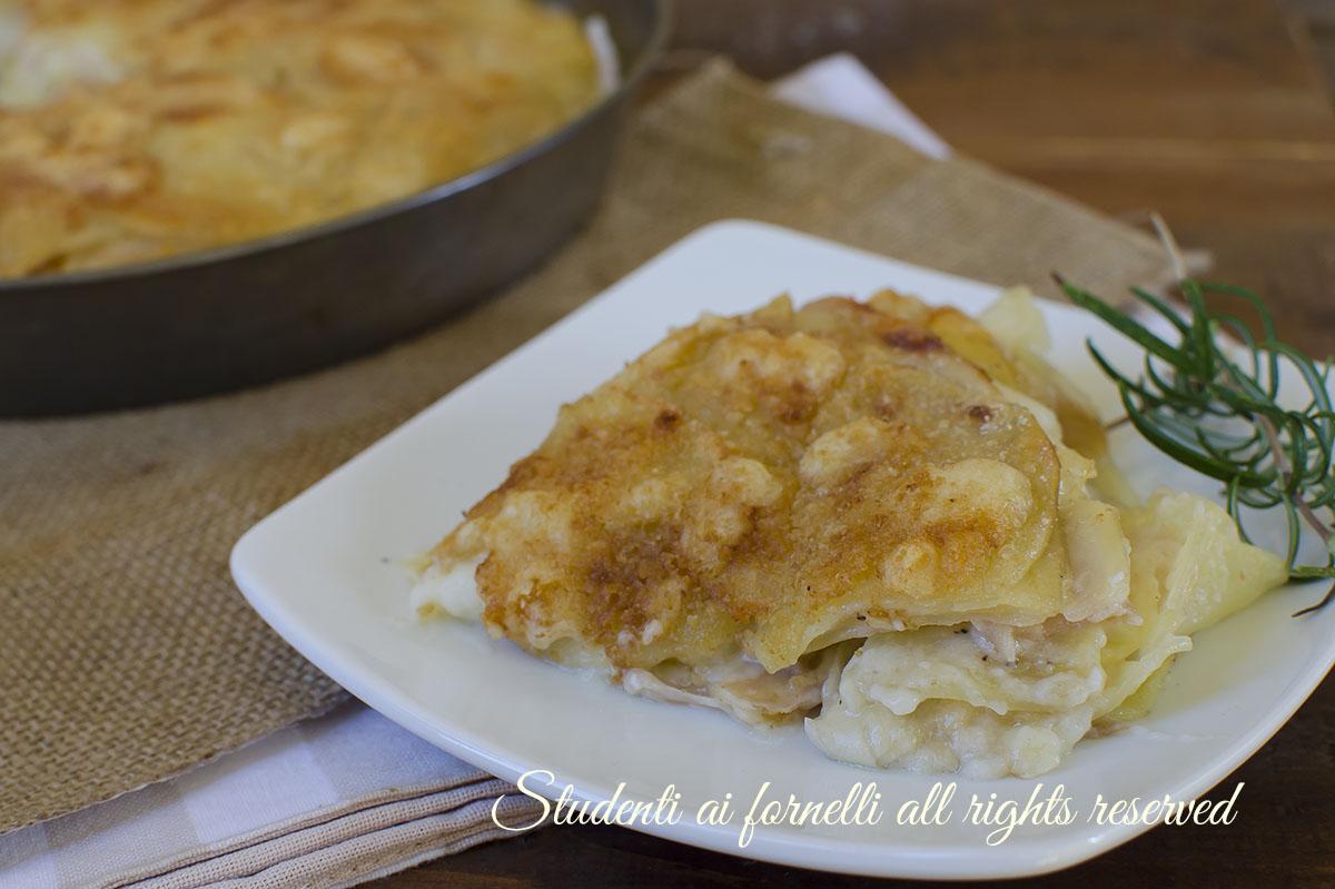 ricetta parmigiana di patate prosciutto e formaggio ricetta secondo gustoso facile veloce