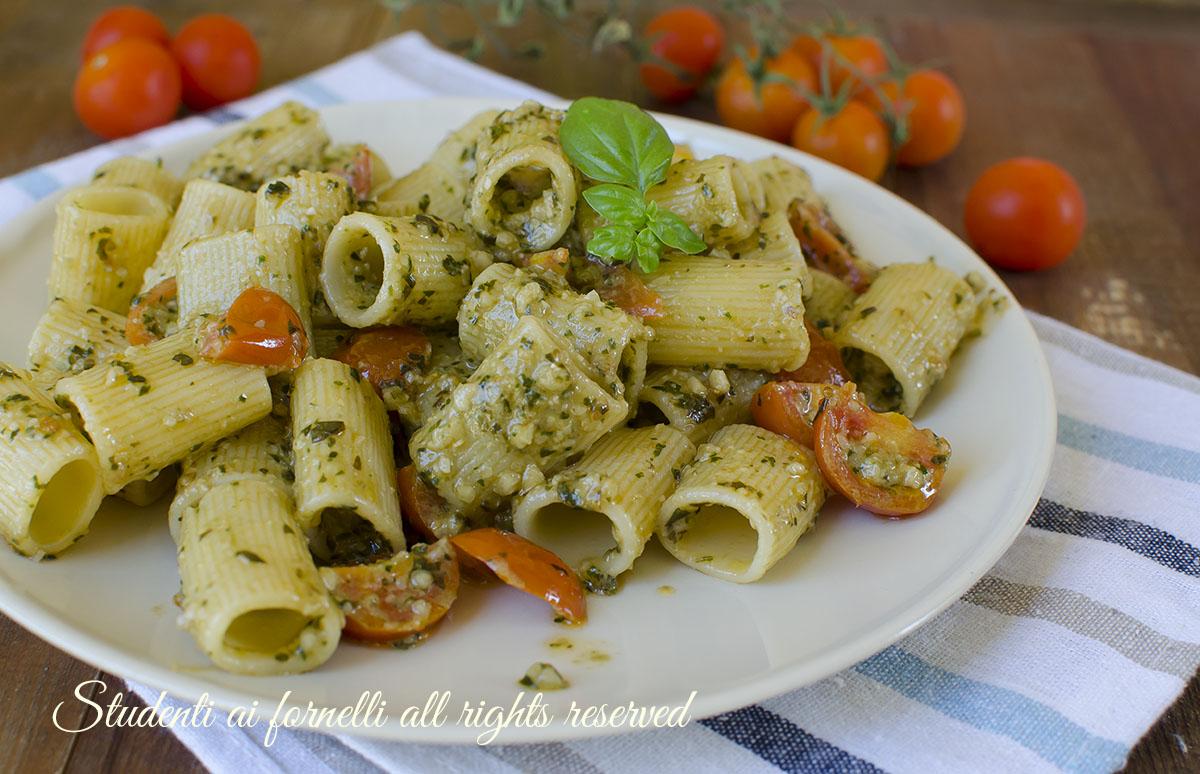 Ricetta pasta con il pesto e pomodorini