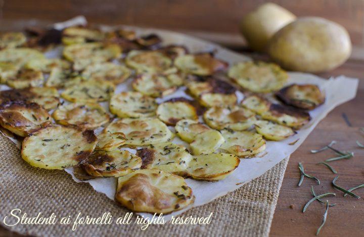 patate sfoglia al forno patate chips light alle erbe aromatiche facili e veloci
