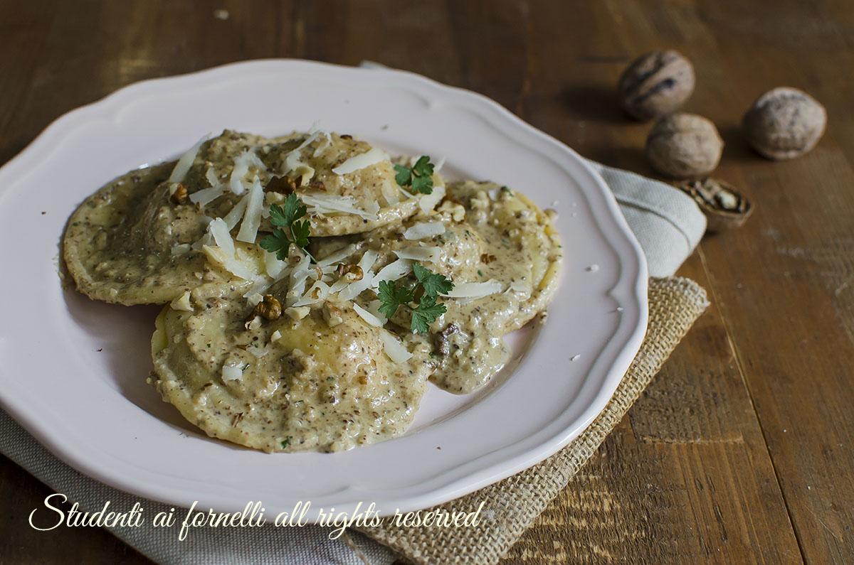 Ravioli noci e gorgonzola