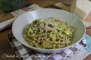 spaghetti cremosi broccoli e patate con parmigiano risottati