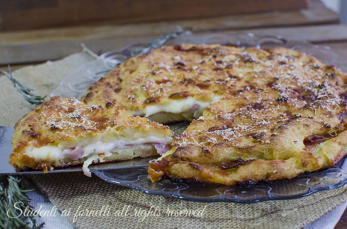 ricetta sbriciolata croccante di patate prosciutto e scamorza ricetta facile secondo gustoso video