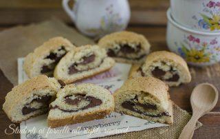 ricetta girelle di frolla alla nutella ricetta biscotti golosi veloci merenda bambini passo passo
