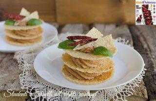 millefoglie di parmigiano con crema ai pomodori secchi pinoli ricotta ricetta rivista giallozafferano facile antipasto pasqua veloce