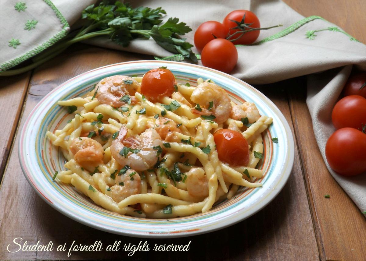 pasta cremosa gamberetti e pomodorini ricetta gamberi primo piatto veloce cremoso facile pesce ricetta