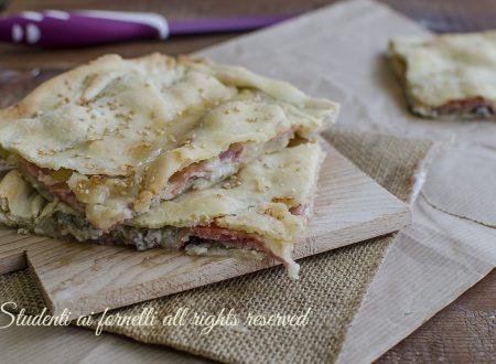 SCHIACCIATA 5 MINUTI con prosciutto gorgonzola e mozzarella