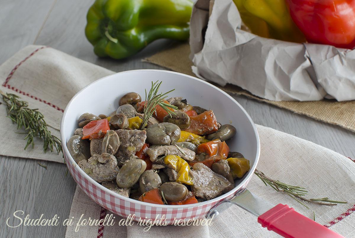 STRACCETTI DI CARNE FAVE E PEPERONI tenerissimi cucinare le fave fresche