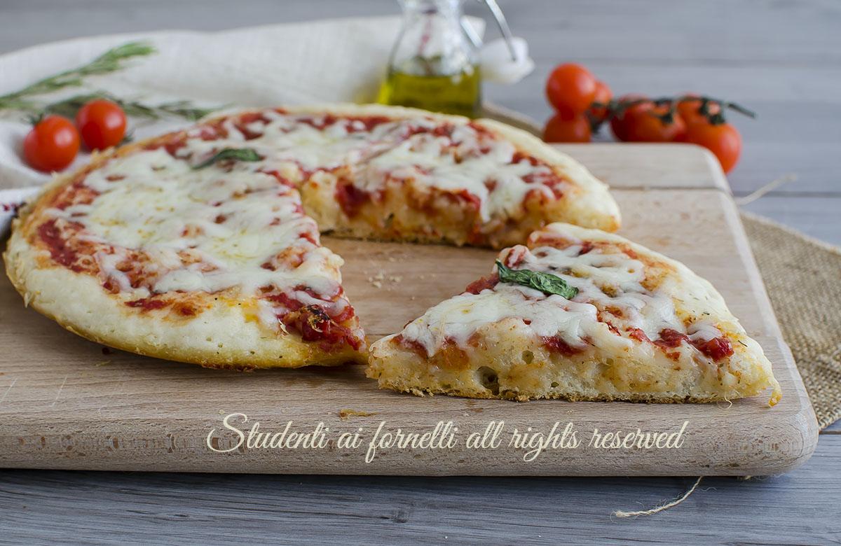 Pizza furba 5 minuti in padella senza lievitazione ricetta for Cucinare 5 minuti