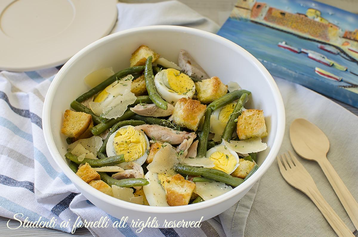 ricetta insalata pollo fagiolini e scaglie di grana crostini insalata da spiaggia mare estivas