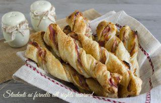 torciglioni prosciutto e stracchino di pasta sfoglia ricetta sfiziosa aperitivo finger food velocissimi