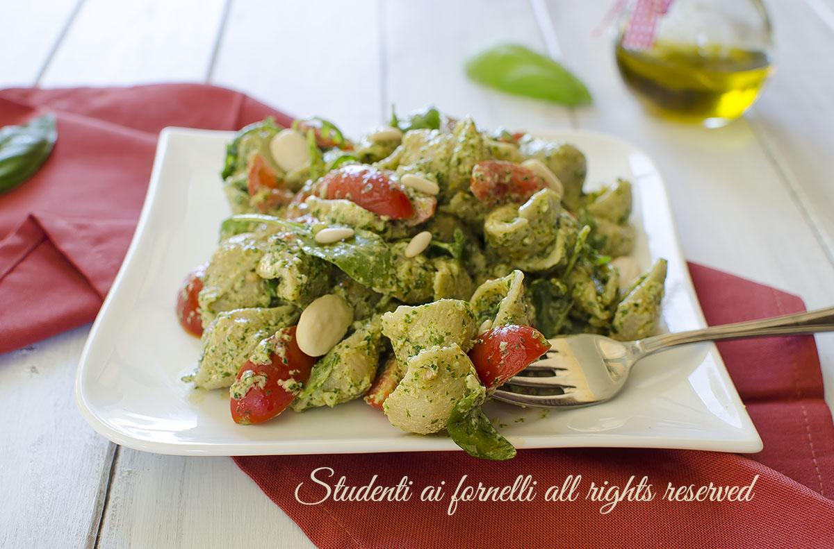 ricetta pasta al pesto di rucola e pomodorini ricetta primo estivo facile veloce senza cottura