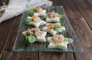 tartine stelline salmone tonno gamberetti ricetta antipasto vigilia di natale