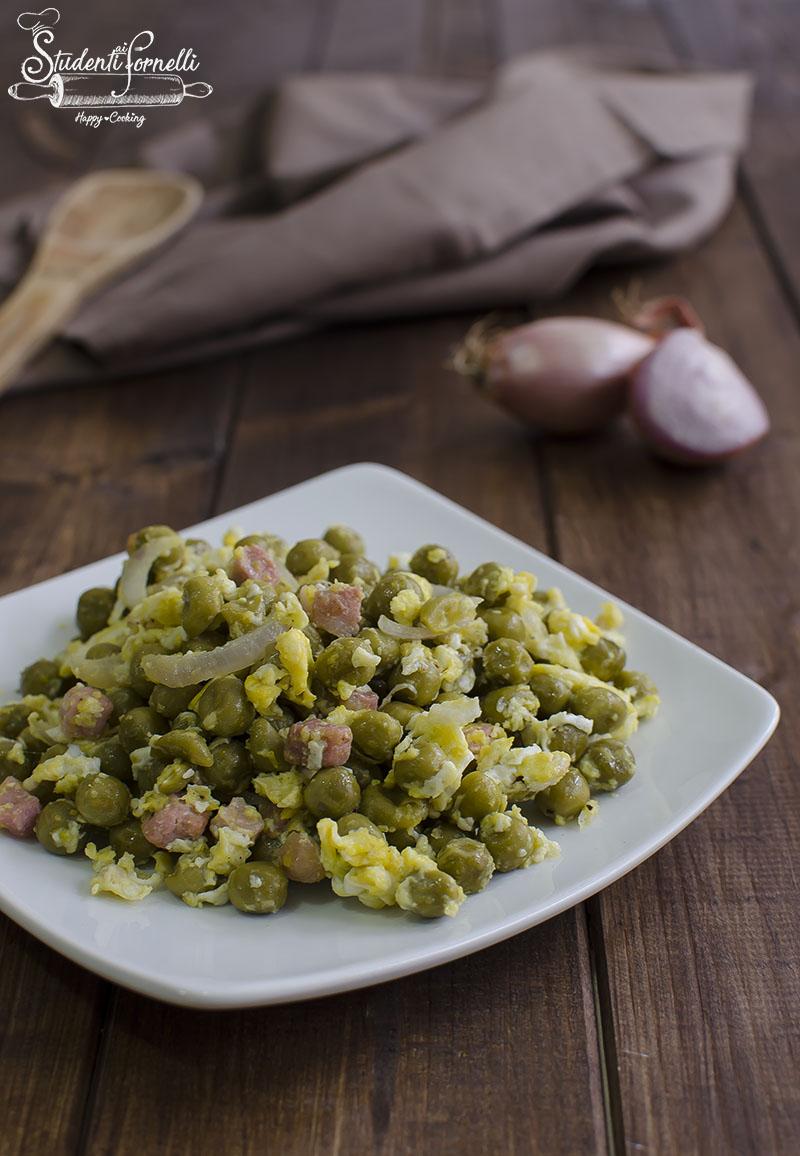 ricetta piselli pancetta e uova in padella ricetta contorno veloce