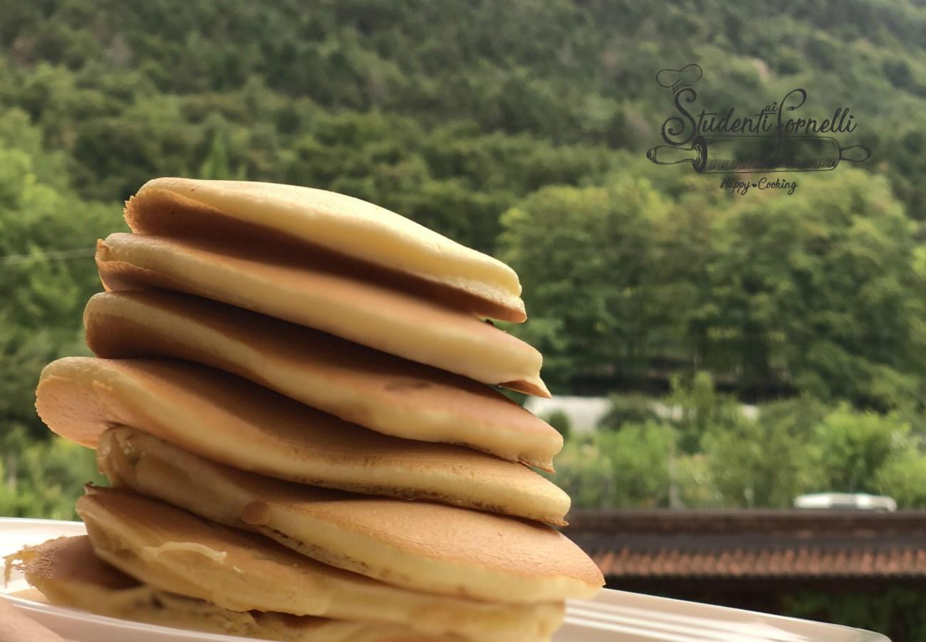 pancake al cucchiaio senza burro e senza bilancia light gustosi veloci RICETTA