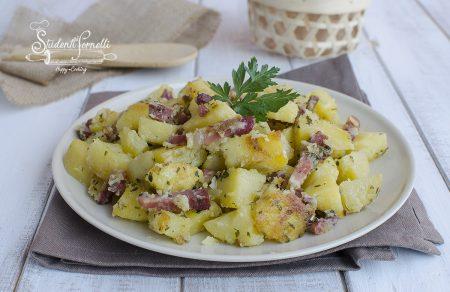 patate con speck infarinate croccanti in padella ricetta