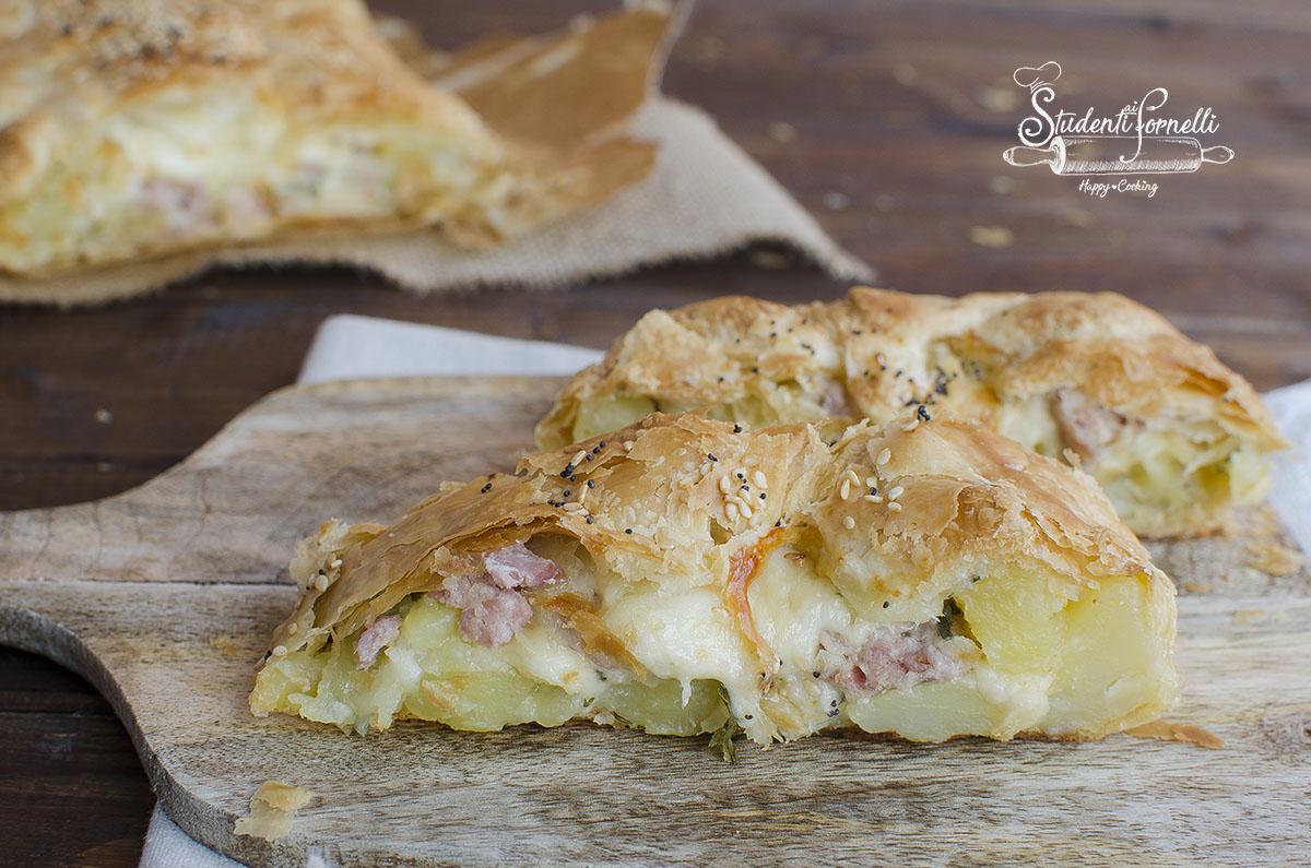 rustico torta salata con salsiccia e patate mozzarella ricetta torta salata  pasta sfoglia