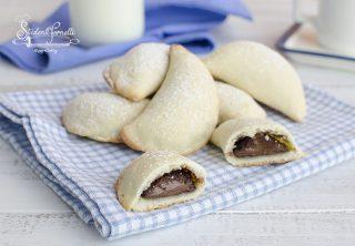 biscotti con ricotta e nutella ricetta biscotti ripieni senza uova mezzelune 2