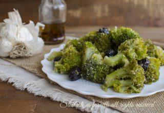 broccoli in padella con olive ricetta-contorno-sfizioso-veloce