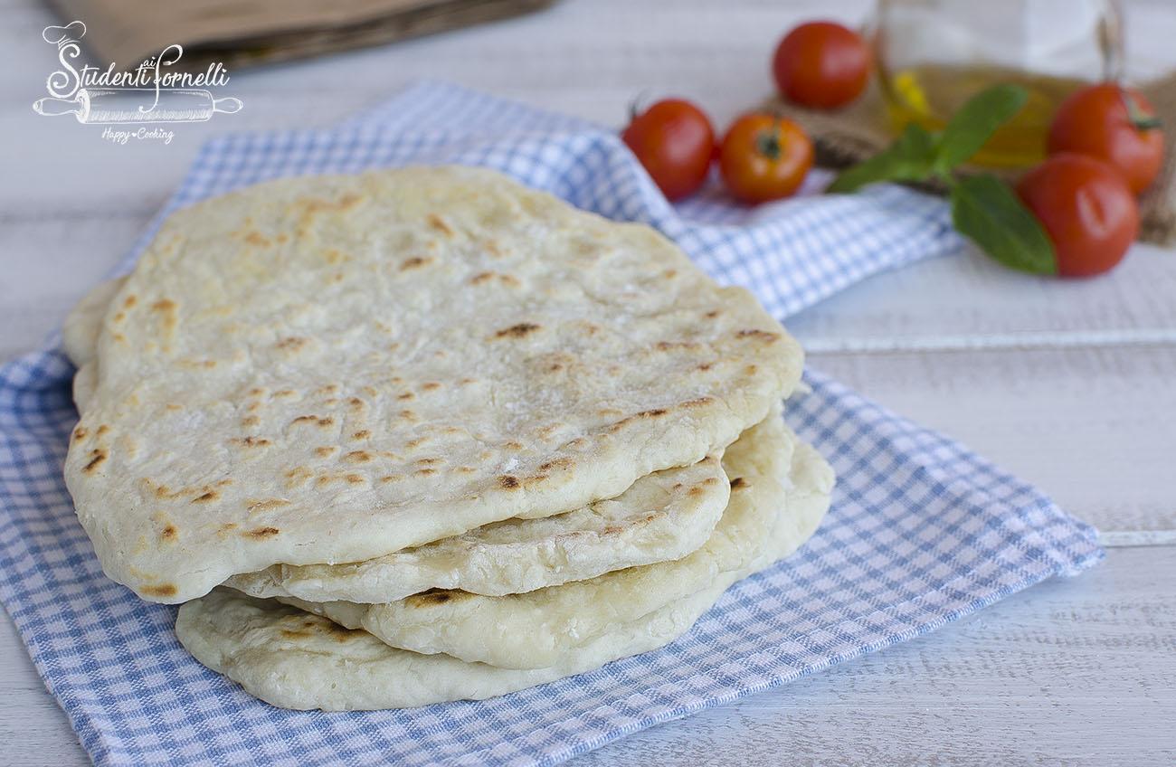 pane veloce in padella morbido con 2 ingredienti ricetta pane focaccine in padella senza lievitazione