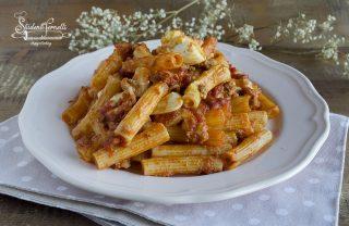 pasta al forno veloce senza ragù e senza besciamella con uova sode, mozzarella e parmigiano ricetta primo