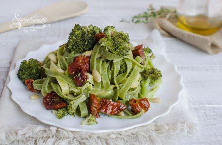 pasta broccoli e pomodori secchi ricetta primo tagliatelle
