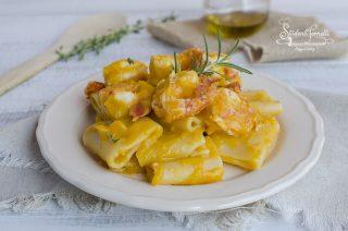 pasta con zucca e gamberi gamberetti paccheri gamberi e crema di zucca ricetta pasta primo piatto