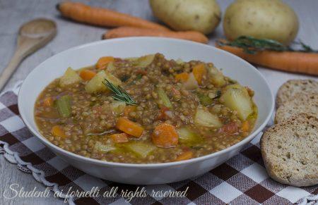 ricetta zuppa di lenticchie e patate carote sedano pomodoro-ricetta-vegana-vegetariana-zuppa-gustosa-invernale1