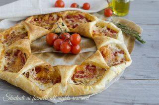 corona di pasta sfoglia alla pizzaiola-pomodoro-e-mozzarella-ricetta-sfiziosa