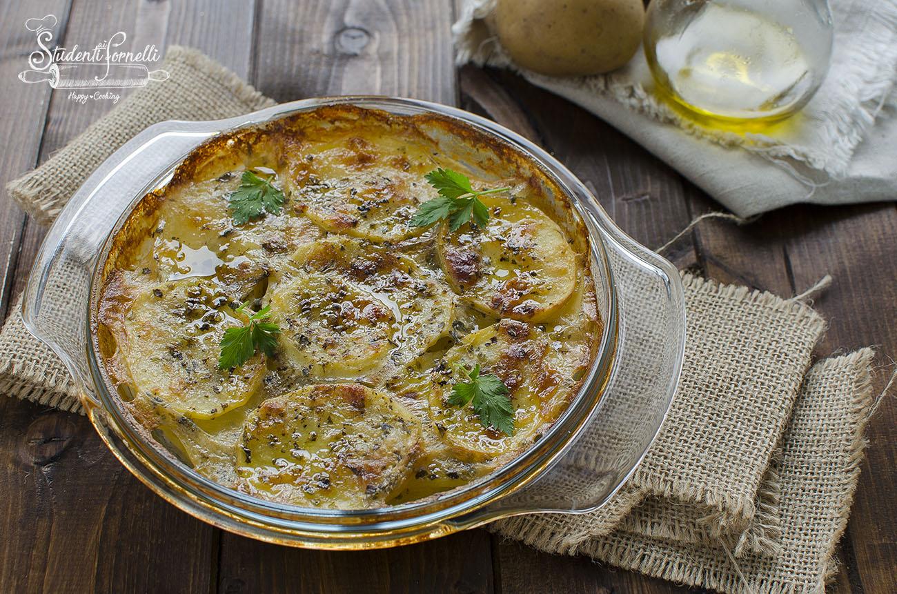 https://blog.giallozafferano.it/studentiaifornelli/wp-content/uploads/2018/11/gratin-di-patate-al-forno-parmigiano-patate-gratinate-facili-e-veloce-secondo-piatto.jpg