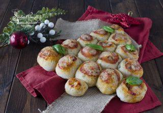 ricetta albero di Natale pizza mozzarella e pomodoro