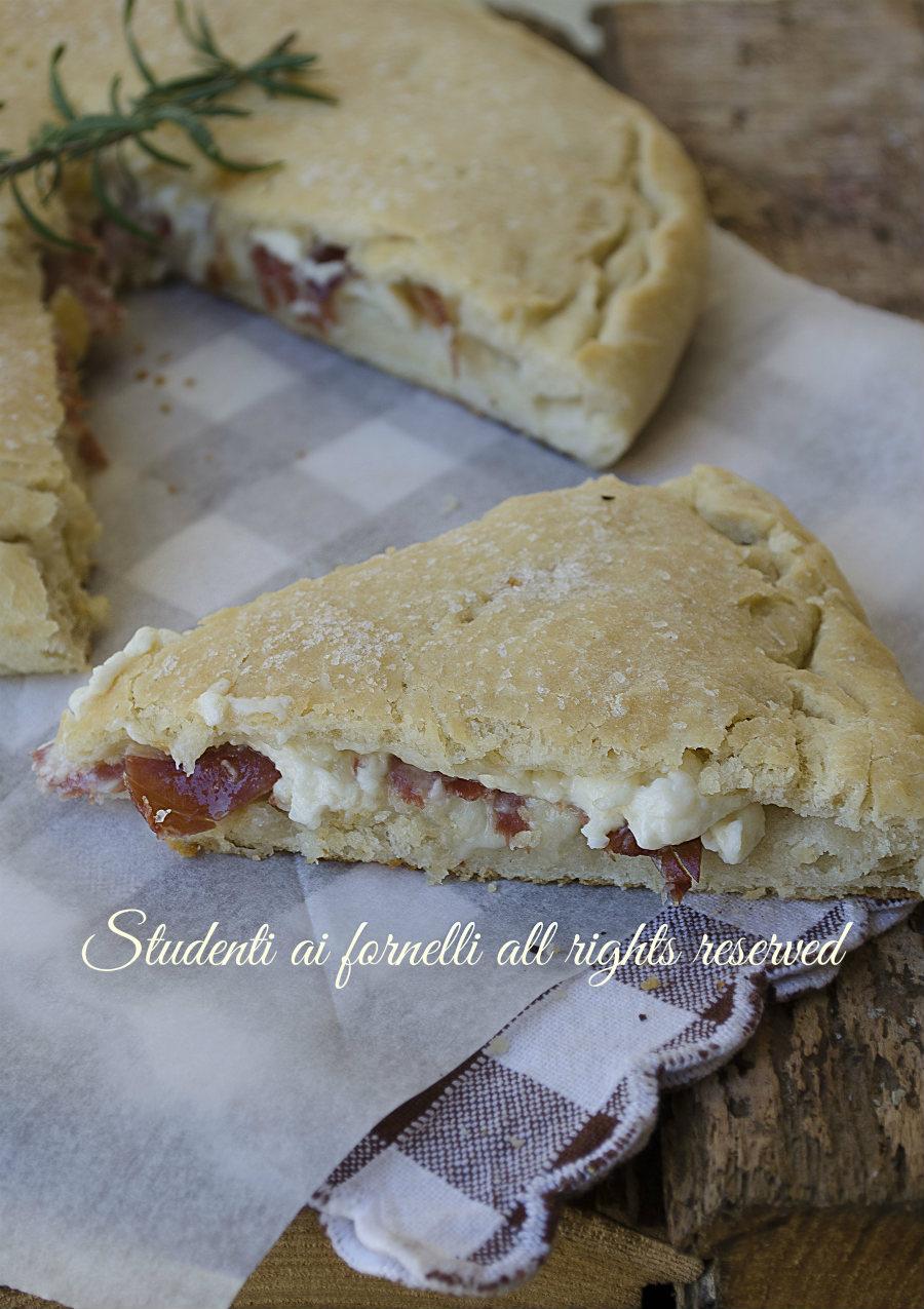 focaccia ripiena prosciutto crudo-stracchino-e-provola-ricetta-sfiziosa impasto pizza