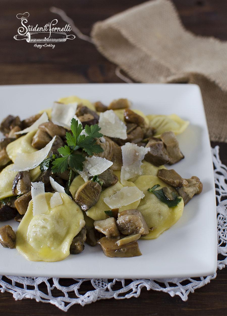 ravioli ai funghi porcini e grana ricetta primo piatto ravioli ripieni pasta fresca