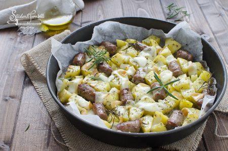 salsiccia con patate e provola al forno ricetta secondo veloce
