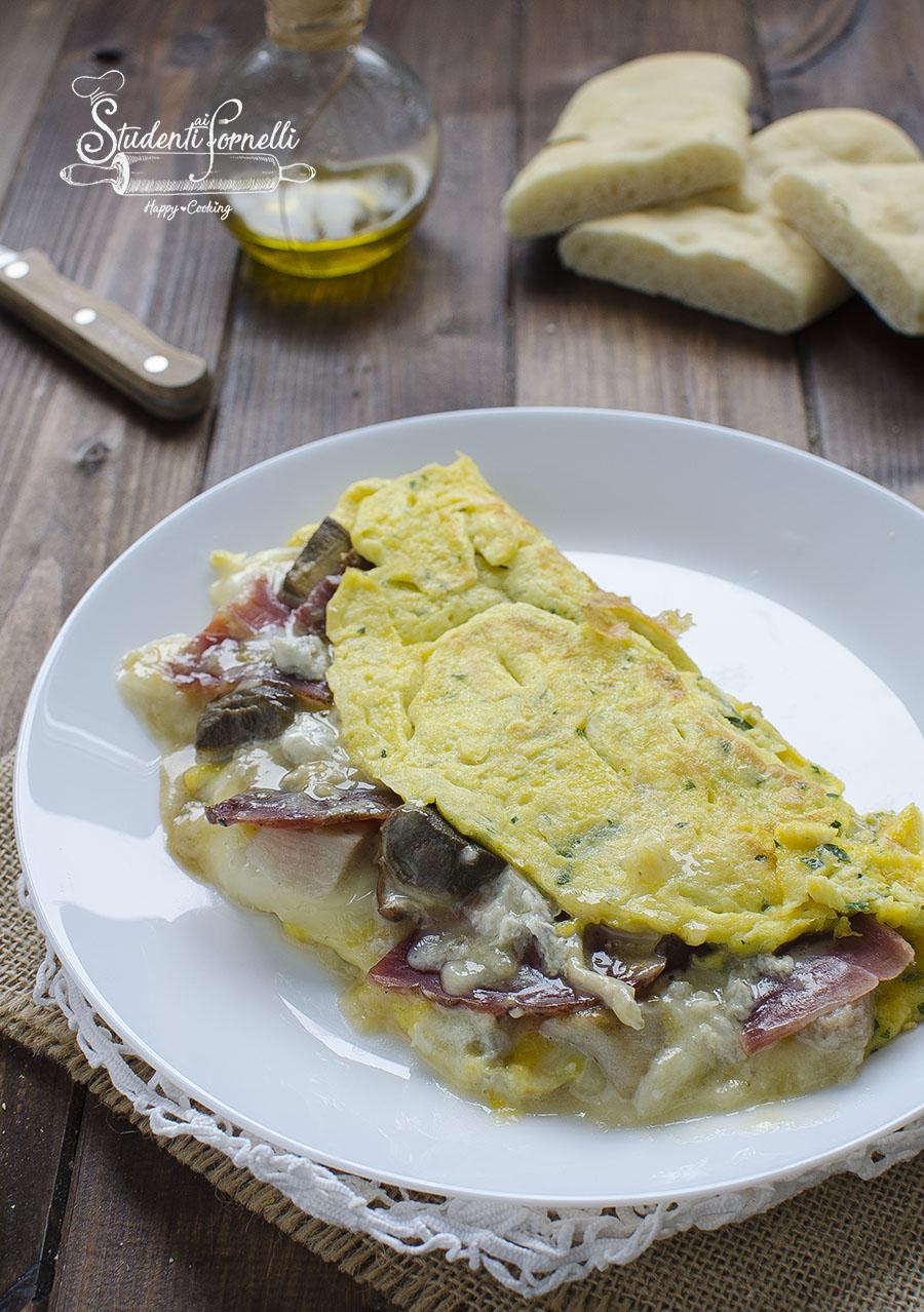 Omelette Ricetta Ripieno.Omelette Ripiena Con Speck Ricetta Frittata In Padella Cremosa
