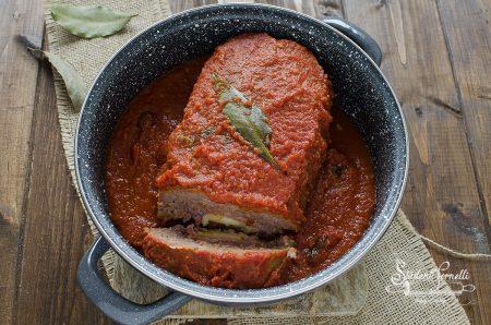 polpettone al sugo di pomodoro in padella farcito prosciutto e provola ricetta secondo