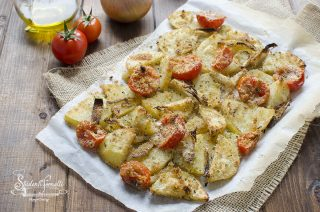 ricetta patate e cipolle e pomodorini gratinati in forno ricetta contorno
