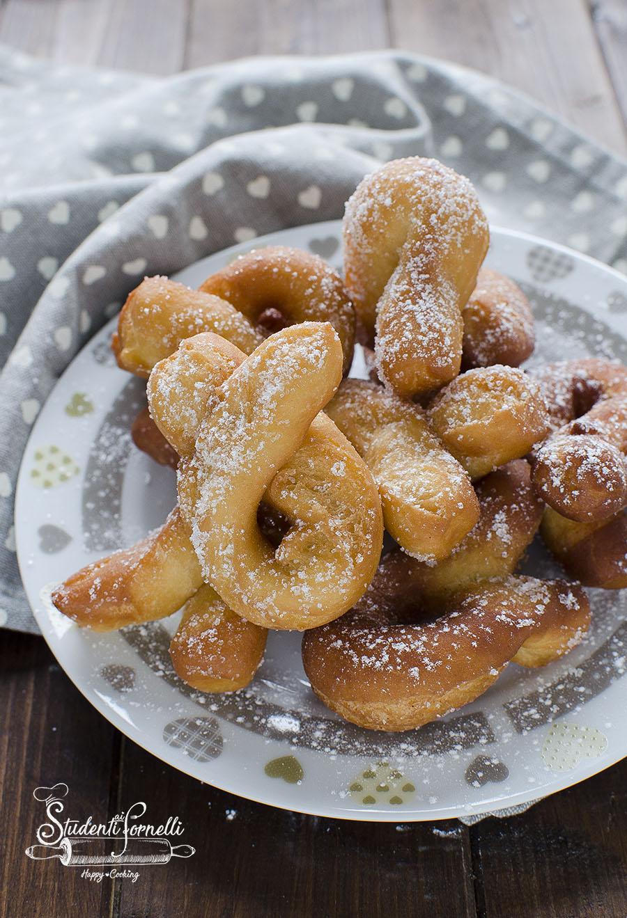 Ricetta Zeppole Di Patate.Zeppole Di Patate Fritte Soffici Impasto Senza Zucchero Dolci