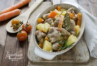 spezzatino in bianco patate e carote in padella ricetta secondo carne