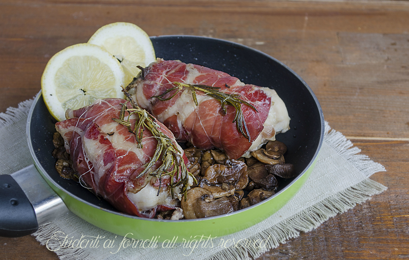 petto di pollo ripieno funghi scamorza e coppa pancetta speck prosciutto ricetta secondo