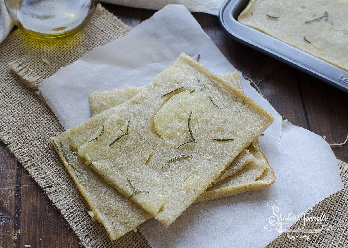 schiacciata alle patate senza lievito al rosmarino ricetta veloce