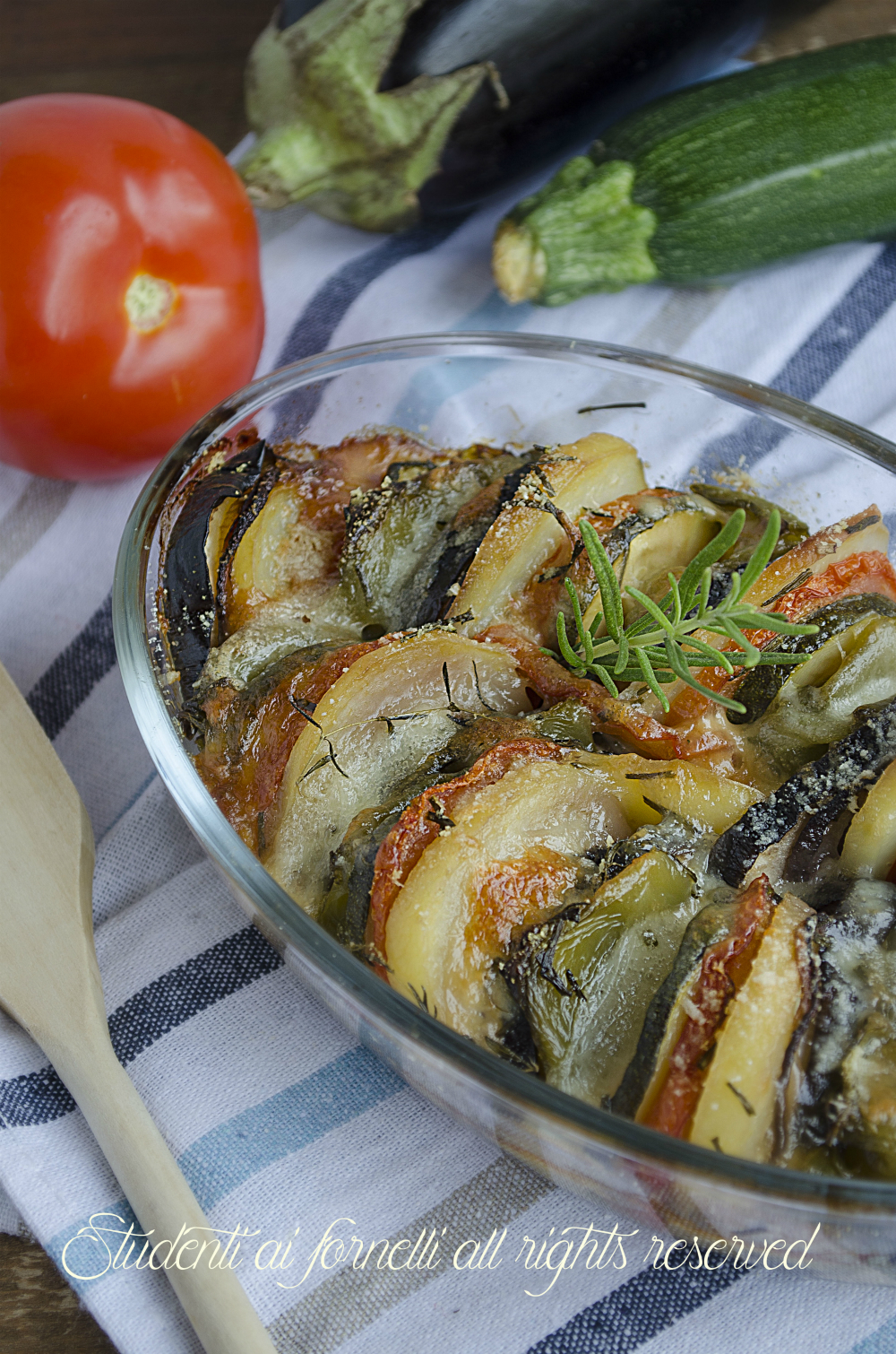 Verdure gratinate al forno ai formaggi ricetta zucchine peperoni cipolle melanzane pomodori