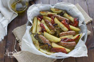 salsiccia peperoni e patate al forno ricetta secondi piatto