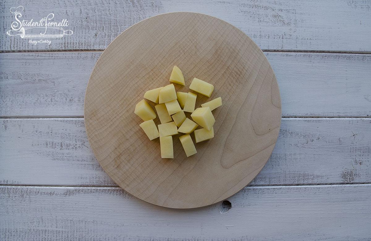 patate tagliate a rondelle spicchi dadini mezzeluna