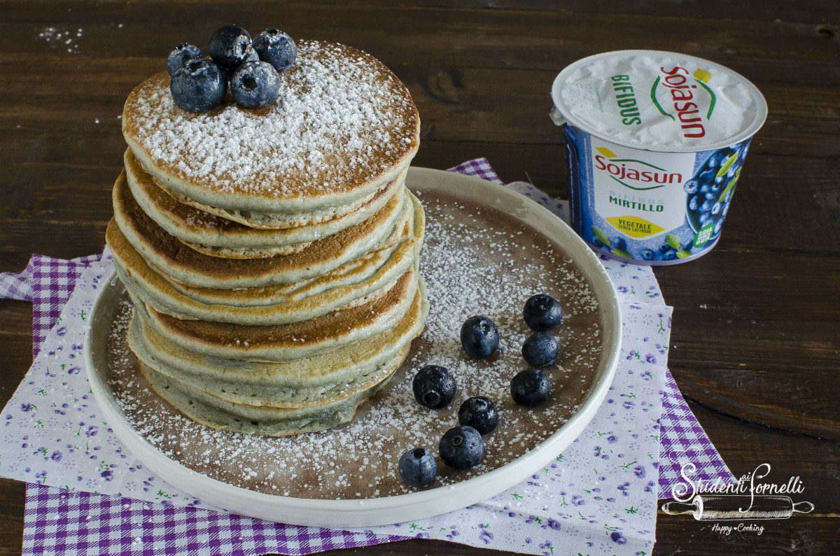 pancake ai mirtilli yogurt ricetta dolce facile colazione