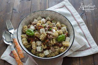 pasta fredda pomodori secchi tonno feta ricetta primo estivo