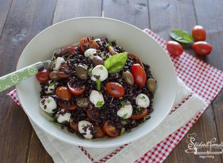 INSALATA DI RISO VENERE alla CAPRESE Pomodorini e Mozzarella