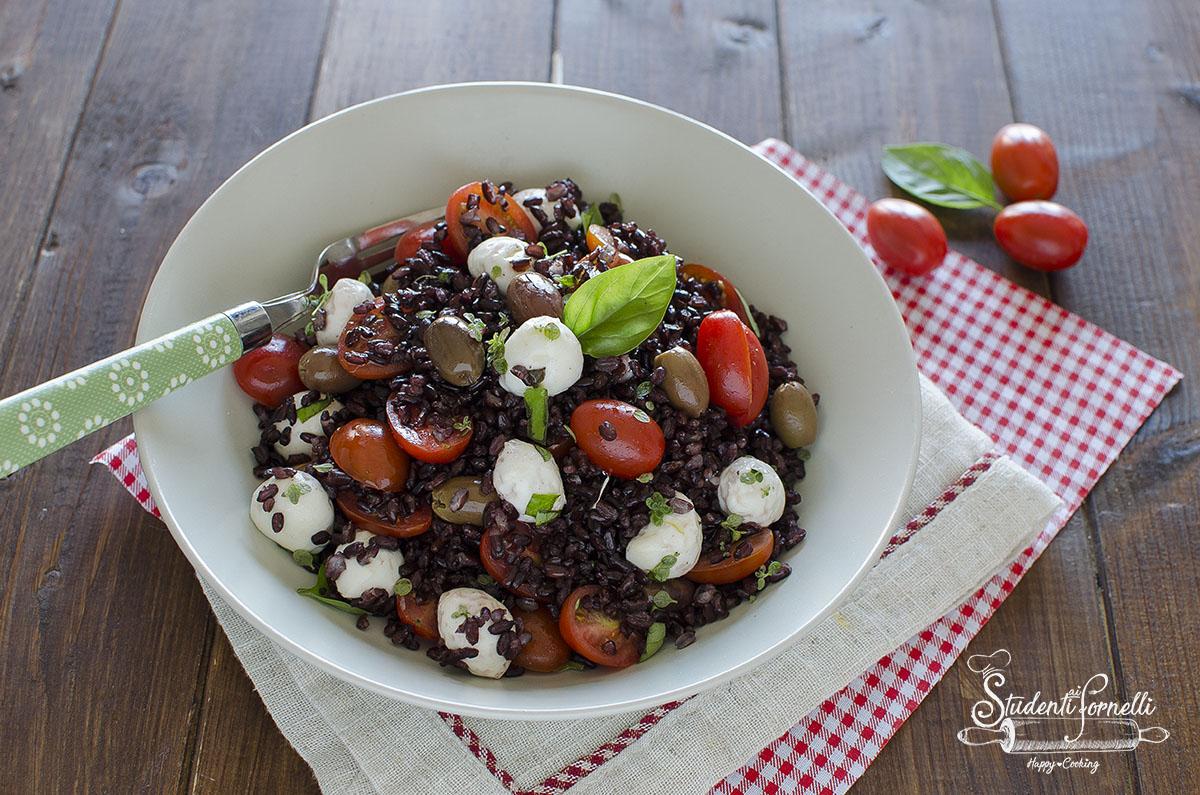 ricetta insalata di riso venere caprese mozzarella e pomodorini ricetta primo estivo