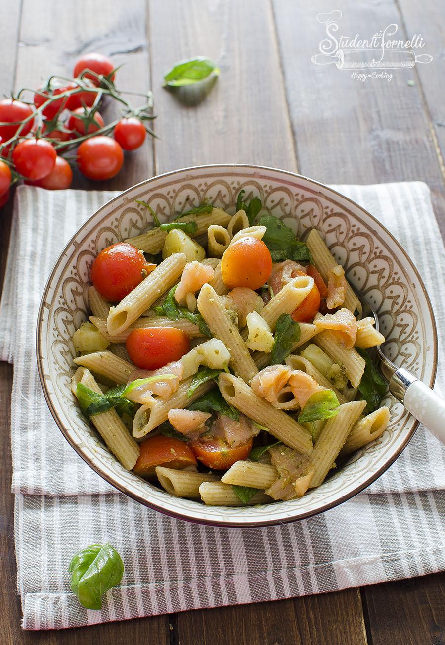 pasta fredda salmone pesto rucola salmone patate ricetta primo estivo